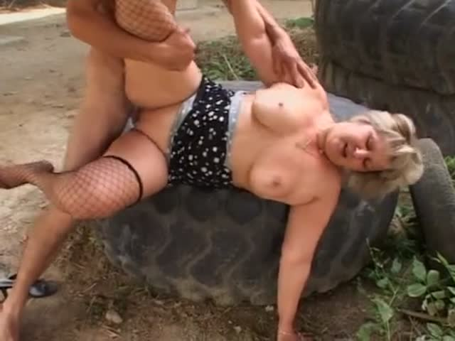 sodomie à la chaine femme mure grosse salope