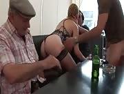 Vidéo x Exhibitionniste se tape trois mecs